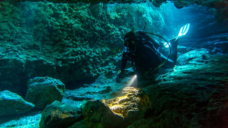 LasEras Tunel with diver
