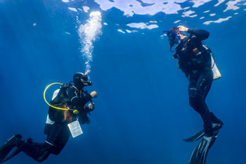 Diver and instructor on training